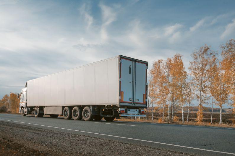 Sua indústria não precisa atrasar a entrega. Fale conosco para contratar o transporte de cargas RJ!